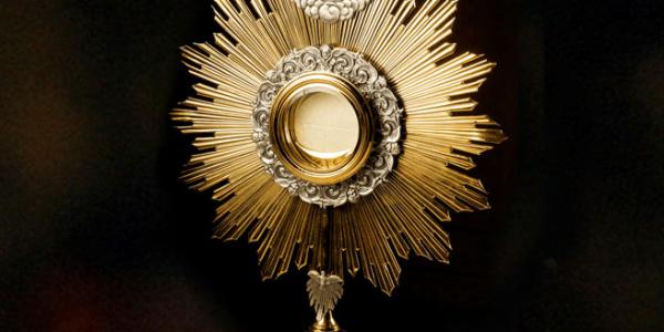 eucharist adoration Jesus real presence last supper MAss